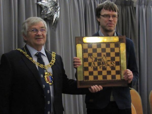S.Sulskis su Hastings meru Nigel Sinden 2018-19
